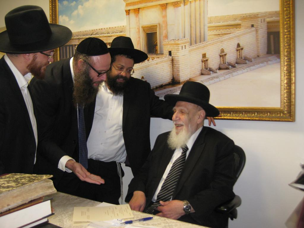 Consulting with Rabbi Shalom Cohen Shlita